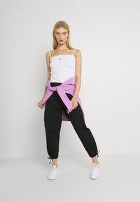 Nike Sportswear - CLASH PANT - Cargobukse - black/smoke grey - 1