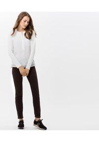 BRAX - STYLE SHAKIRA - Jeans Skinny Fit - brown - 1