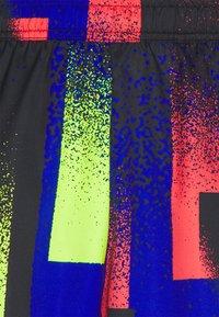 Nike Performance - DRY SHORT PRINT - Sports shorts - hyper royal/white - 2