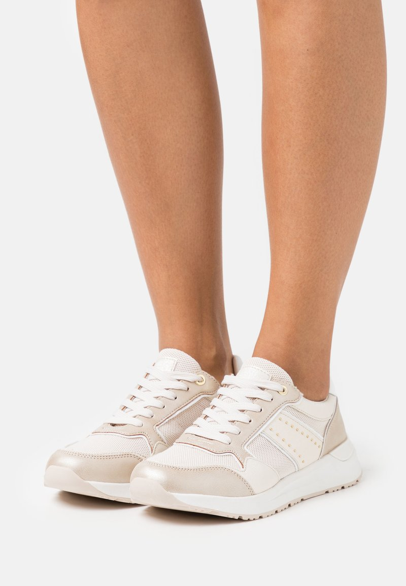 XTI - Sneakers laag - gold