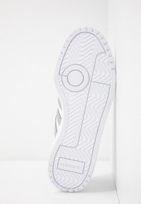 adidas Originals - TEAM COURT - Sneakers - footwear white/silver metallic - 6