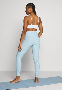 Onzie - SELENITE MIDI - Punčochy - powder blue - 2