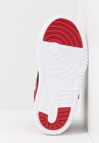 Jordan - SKY 1 UNISEX - Basketball shoes - black/white/gym red - 5