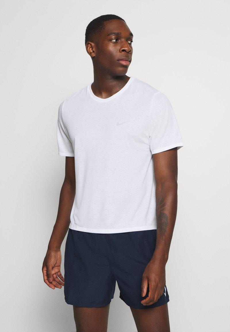 Nike Performance - MILER  - Basic T-shirt - white/silver