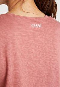 Casall - CROSSWAYS TEXTURED TANK - Linne - calming red - 4