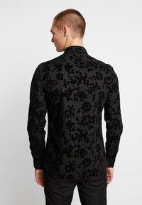 Twisted Tailor - KATRIN FLORAL  - Camicia elegante - black - 2