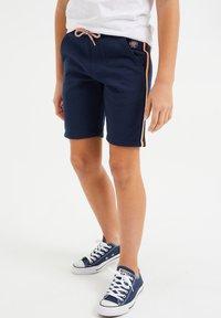 WE Fashion - MET TAPEDETAIL - Shorts - dark blue - 1