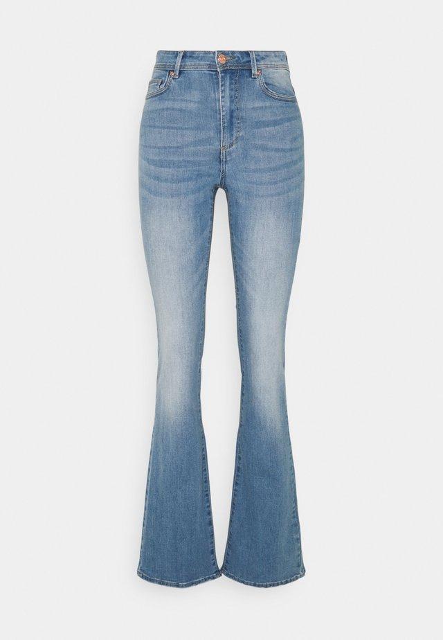 ONLWAUW LIFE FLARE  - Flared Jeans - light medium blue