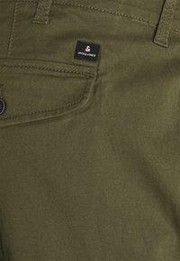 Jack & Jones - JJIPAUL JJFLAKE - Cargo trousers - olive night - 2