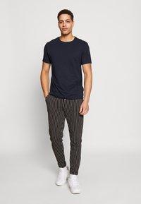 Burton Menswear London - 5 PACK  - Basic T-shirt - grey - 0