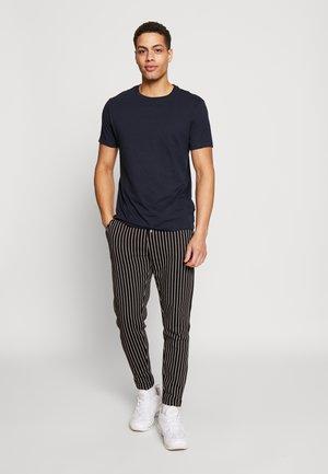 5 PACK  - Jednoduché triko - grey