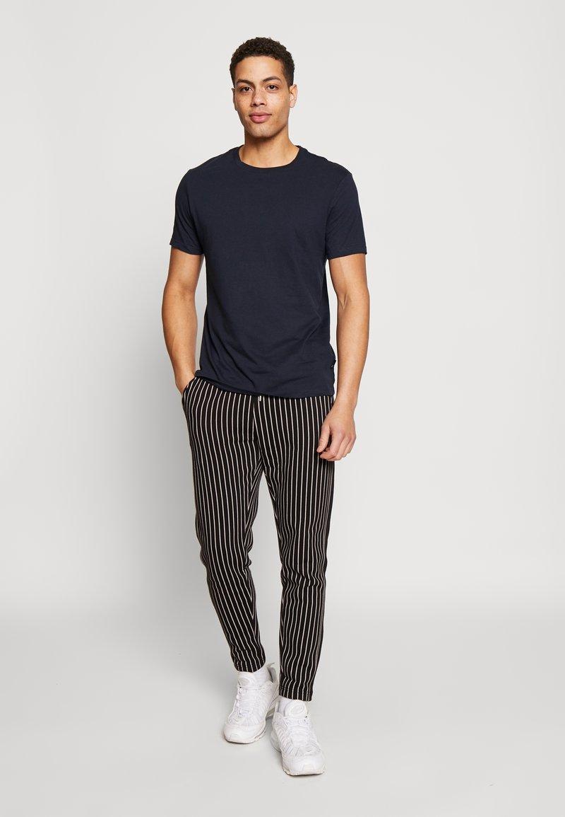 Burton Menswear London - 5 PACK  - Basic T-shirt - grey