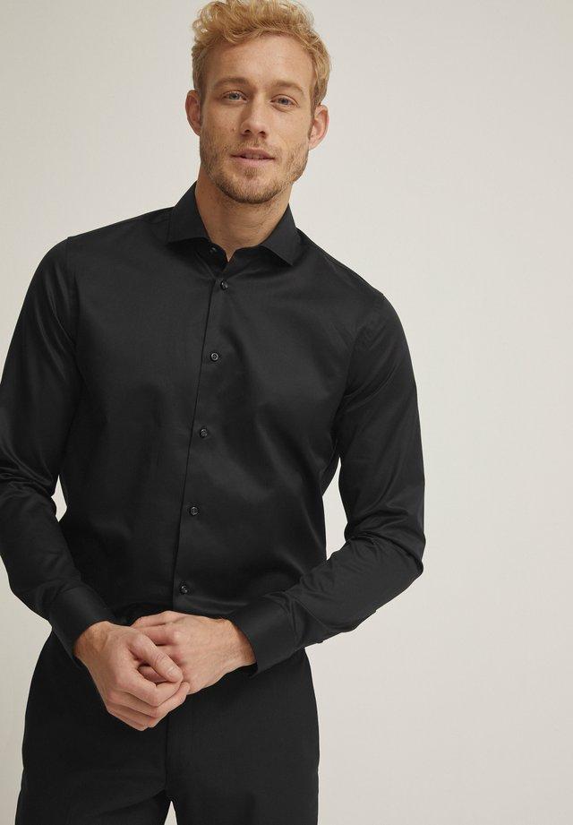 JACOB  - Business skjorter - black