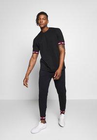 HUGO - DERRA - T-Shirt print - black - 1