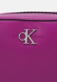 Calvin Klein Jeans - CAMERA BAG - Across body bag - vib - 4