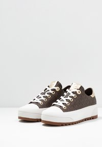 MICHAEL Michael Kors - KEEGAN LACE UP - Sneakersy niskie - brown - 4