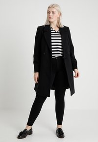 ONLY Carmakoma - CARTHUNDER PUSH UP - Jeans Skinny - black - 1