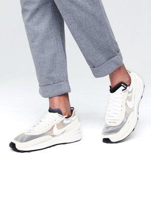 WAFFLE ONE - Sneakers basse - summit white/white-black-orange