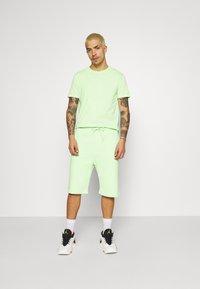 YOURTURN - UNISEX SET - Shorts - green - 1