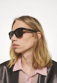 Gucci - UNISEX - Sonnenbrille - black/brown - 1