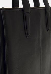 Royal RepubliQ - ELITE CURVE TOTE - Handbag - black - 4