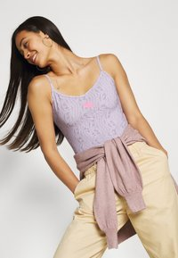 Nike Sportswear - FESTIVAL - Top - iced lilac/digital pink - 5