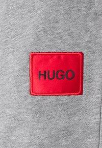 HUGO - DICHIBI REDLABEL - Spodnie treningowe - grey melange - 2