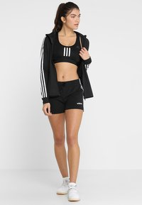 adidas Performance - ESSENTIALS 3STRIPES SPORT 1/4 SHORTS - Pantalón corto de deporte - black/white - 1