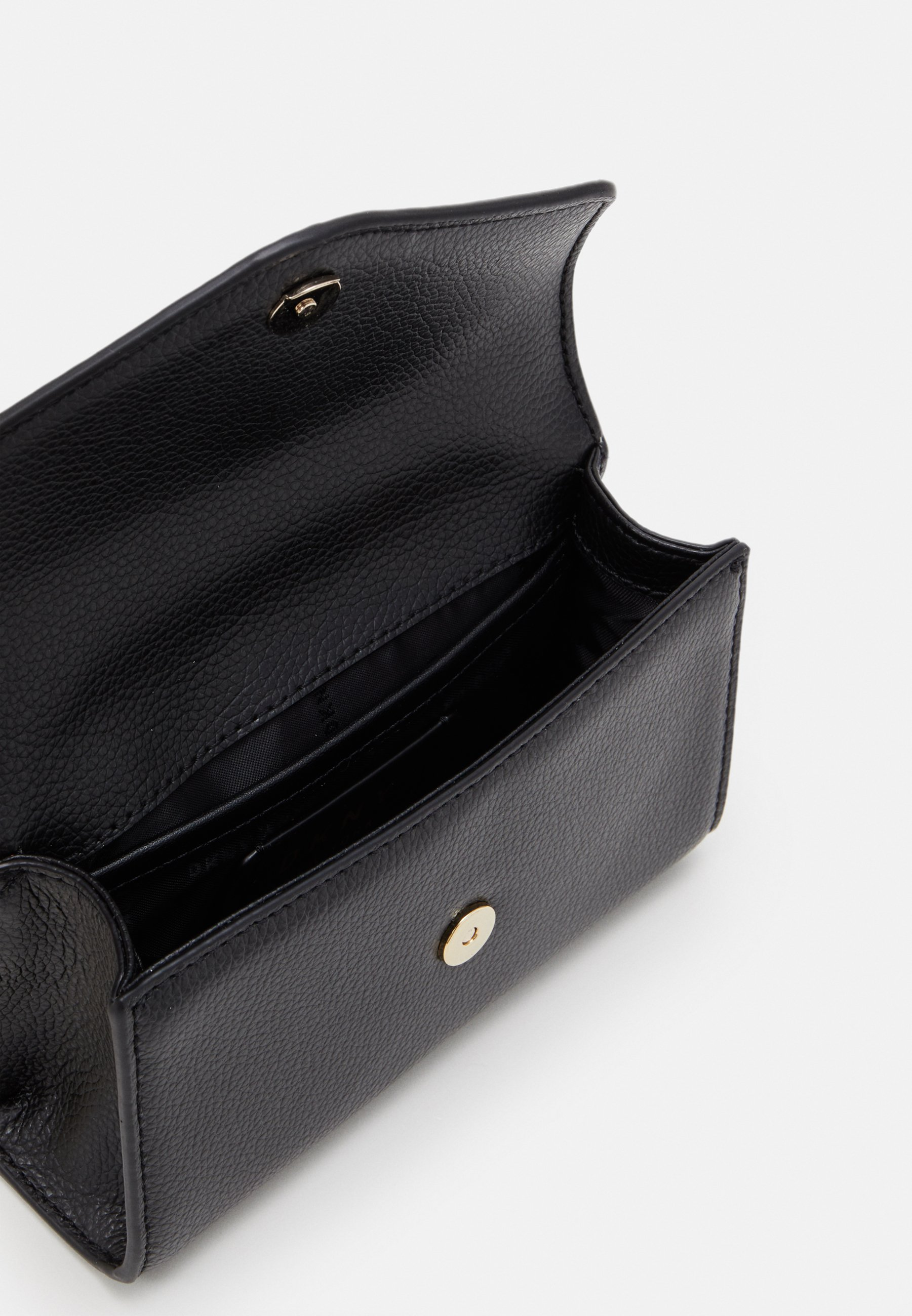 DKNY ELLA MINI FLAP SHOULDER - Skulderveske - black/gold-coloured/svart 43K2GCnEMc4PfnV