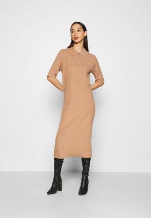 YASPOLINA MIDI DRESS - Vestido de punto - tawny brown