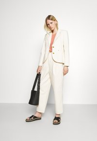 Tory Burch - DENIM TROUSER - Relaxed fit jeans - natural - 1
