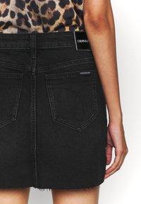 Calvin Klein Jeans - MID RISE MINI SKIRT - Jeansskjørt - black shank - 5