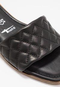 Tamaris - SLIDES - Pantofle - black - 2