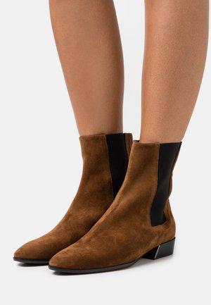 GRACE CHELSEA BOOT - Classic ankle boots - cognac
