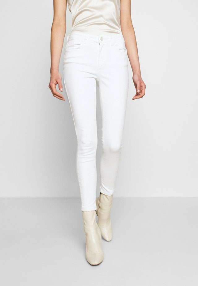 PCDELLY - Jeansy Skinny Fit - bright white