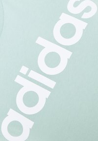 adidas Performance - Camiseta estampada - hazy green/white - 2