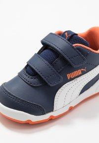 Puma - STEPFLEEX 2 UNISEX - Sportschoenen - peacoat/white/firecracker - 2
