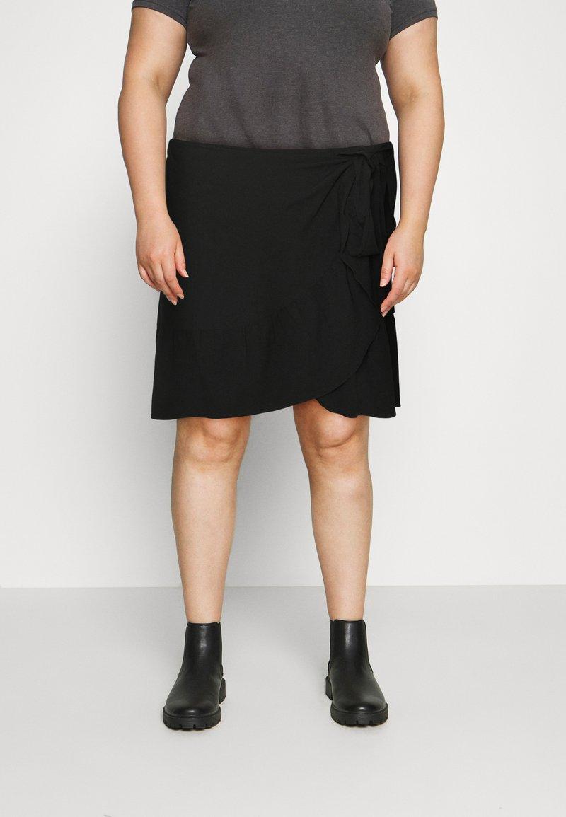 Vero Moda Curve - VMCITA BOBBLE WRAP SKIRT CURVE - Mini skirt - black