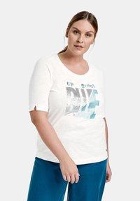 Samoon - Camiseta estampada - offwhite gemustert - 0