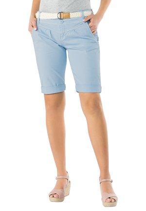 CHINO BERMUDA MIT GÜRTEL - Shorts - light-blue