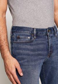 Banana Republic - THE RICH WASH - Jeans slim fit - fresh air blue - 4