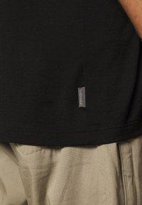 Icebreaker - TECH LITE CREWE - T-shirt basic - black - 5