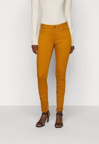 Vero Moda Tall - VMHOT SEVEN MR SLIM PUSH UP PANT - Trousers - buckthorn brown - 0