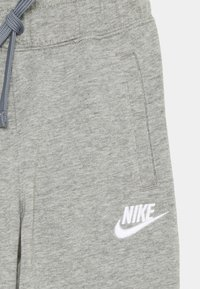 Nike Sportswear - JOGGER UNISEX - Trainingsbroek - dark grey heather/white - 2