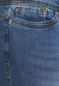 Vero Moda Curve - VMMANYA - Slim fit jeans - medium blue denim - 2