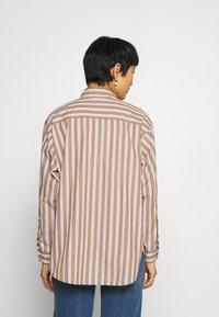 Marc O'Polo DENIM - BLOUSE LONGSLEEVE FLAP POCKET - Button-down blouse - multi/milky coffee - 2