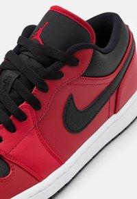 Jordan - Sneakersy niskie - rouge/noir - 5