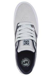 DC Shoes - KALIS VULC UNISEX - Trainers - grey/dark navy - 2