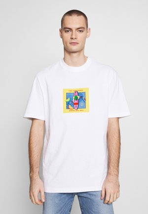 DOWNTOWN GRAPHIC TEE - T-shirt z nadrukiem - white