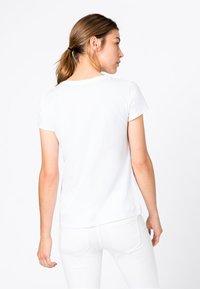 HALLHUBER - T-shirt imprimé - hvit - 1